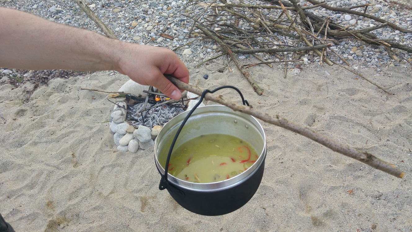 Grüne Kloss Suppe mit Pasta